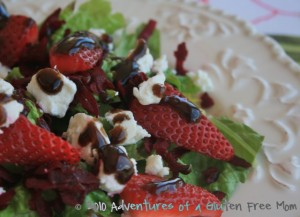 Strawberry-Beet-Salad-with-Goat-Cheese-and-Balsamic-Vinaigrette0