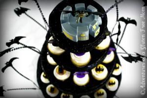 Dye-Free Batman Cake2